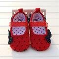 Nudo de la Mariposa linda Lunares de los Bebés Recién Nacidos Zapatos de Prewalker Primeros Caminante suaves del Niño Los Zapatos de Niña de La Colmena Calzado Nina