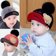 Los niños gorra de béisbol para niños niñas moda lindo Bola de Pelo  sombreros Otoño Invierno Caliente lana cúpula tapa alfabeto . 9b30e1f0730