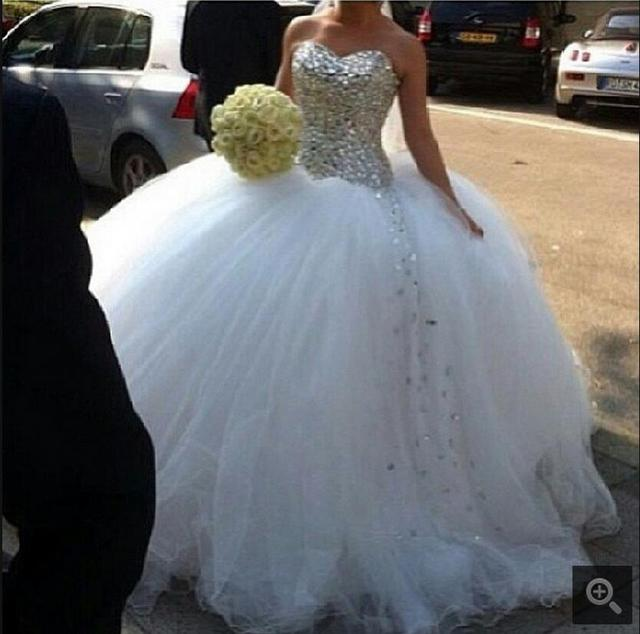 2017 Fashion Ball Gown White Heavily Crystals Sparkly Wedding Dress Puffy Strapless With Sweetheart Neck Bride