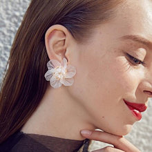 ZCHLGR New Fairy White Transparent Flower Earrings Personalized Elegant Earring All-match Brief Stud Female