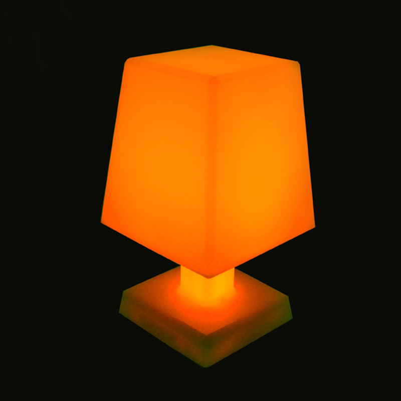 L16 * W16 * H25 Nový přírůstek 16 Barevná vyměnitelná LED RGB stolní Lmpt lampa pro vánoční atmosféru Noční lampa Doprava zdarma 1ks