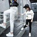 Niños Niñas Pantalones Flacos de Otoño 2016 Nuevas Muchachas de Los Niños Pantalones Niños Pantalones Rasgados Pantalones Polainas de Las Muchachas Negro Blanco Ropa de Los Cabritos