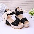 Sapatos Mulheres Verão 2017 Novas Flores Doces Fivela Do Dedo Do Pé Aberto Sandálias de Cunha Florais altos-Sapatos de salto alto. DDN-lx-02