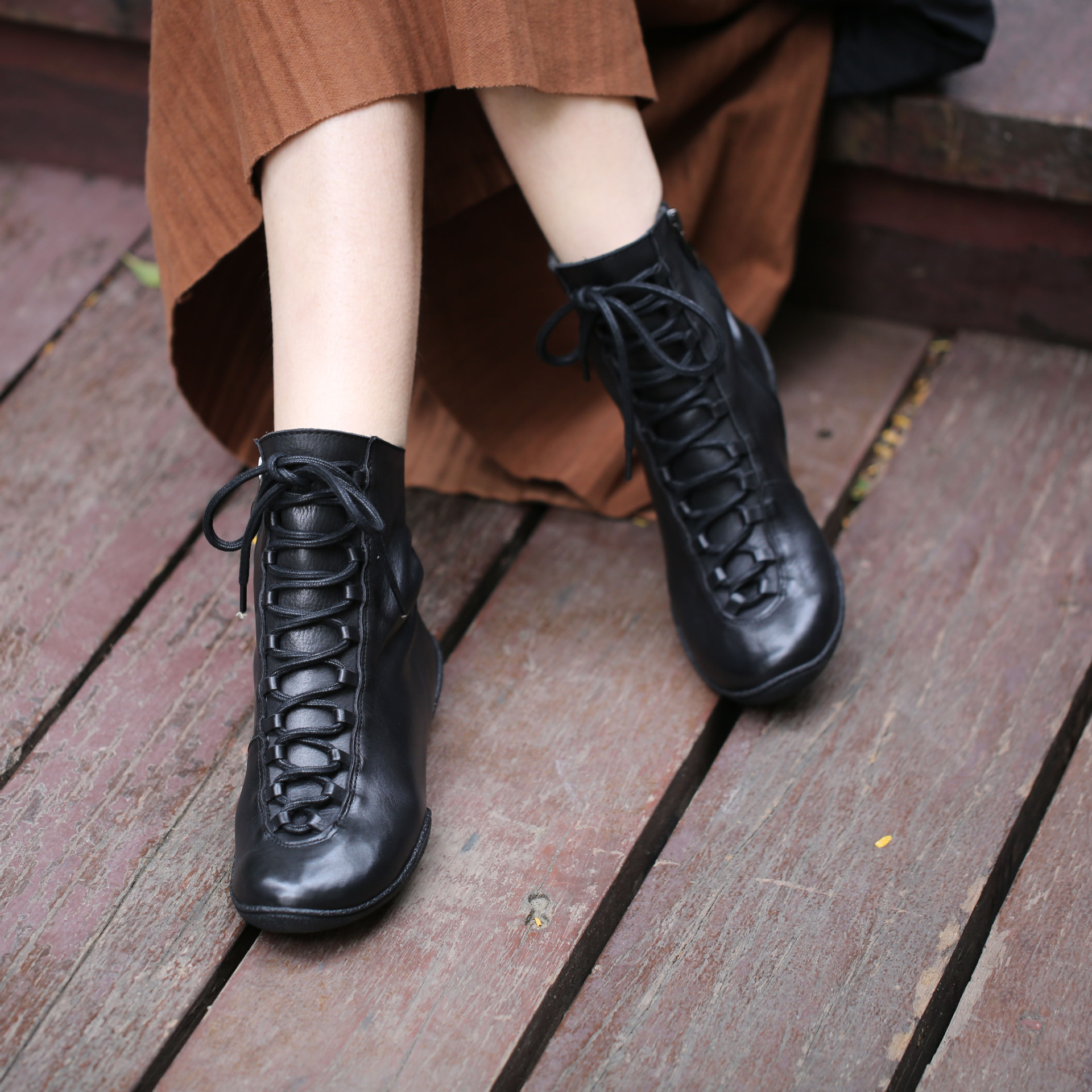 2018 autumn retro woman genuine leather boots flat bottom leisure lace up women ankle boots winter plush inside black and coffee retro engraving and lace up design women s sweater boots