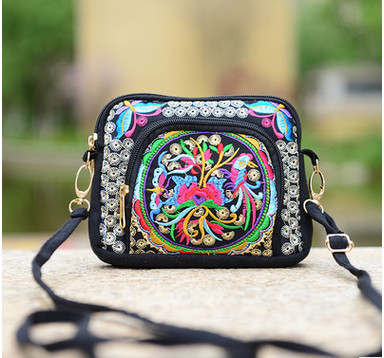 New Coming nice Embroidery Flap bags!Hot Women Cute bags fashionable Ethnic National Versatile Top Lady canvas Shopping Carrier
