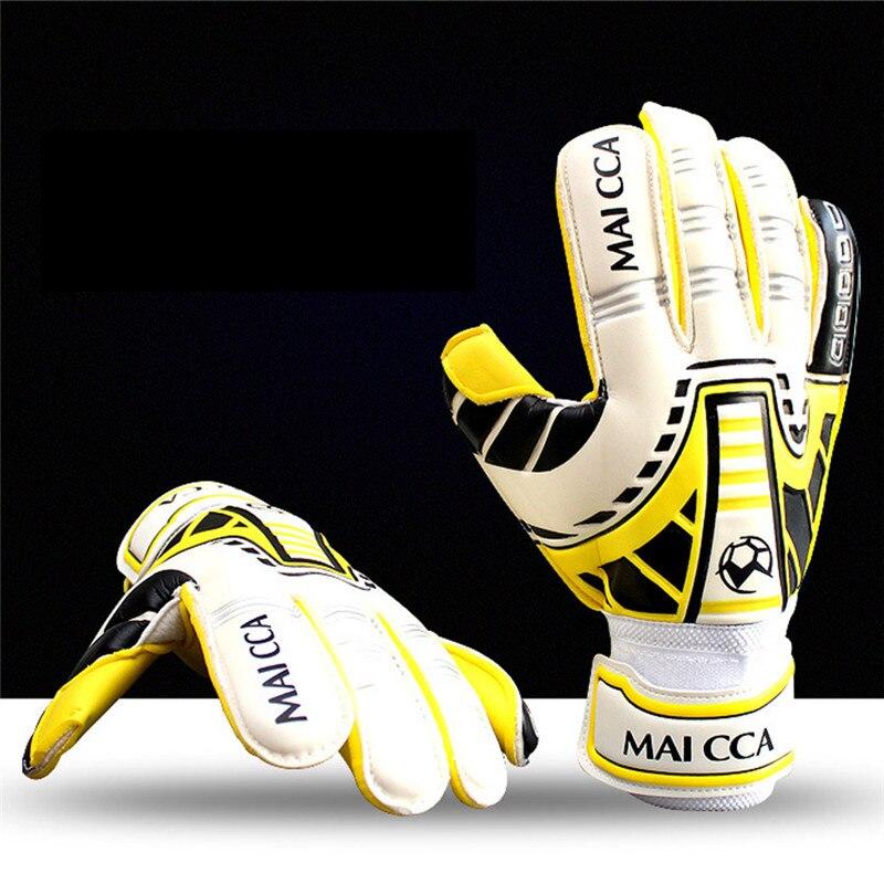 2017 Soccer Men Goalkeeper Professional Gloves Soft Slip Strong Protection Goal Keeper Gloves De Futebol Gloves Sports Safe