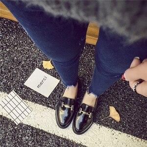 Image 3 - 2019 Metalen Gesp Decoratie Oxford Schoenen Vrouw Lakleer Mocassins Flats Dames Meisjes Casual Loafers Espadrilles Klimplanten