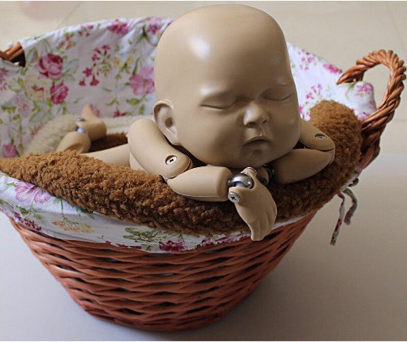 posando travesseiro recém-nascido cesta adereços estúdio fotografia
