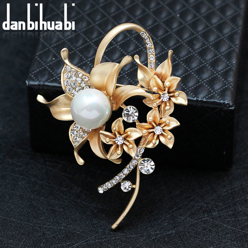 danbihuabi Fashion Beauty Flower Pearl Brooches for Women Wedding Jewelry Clothes Scarf Valentines Day Accessories