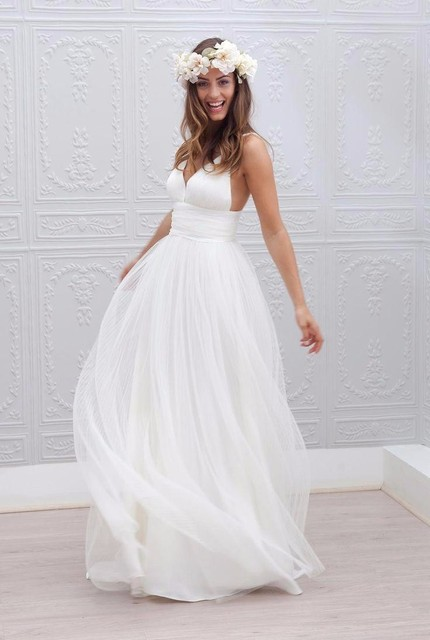 Beach Wedding Dresses Spaghetti Straps White Ruched Tulle 2017 Simple Style Fairy Bridal Gowns