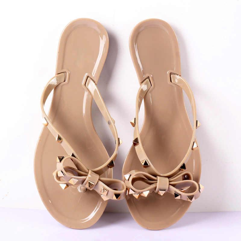 حار 2019 أزياء المرأة الوجه يتخبط الصيف الأحذية بارد الشاطئ المسامير كبيرة القوس صندل مسطح العلامة التجارية هلام الأحذية الصنادل الفتيات حجم 36-41