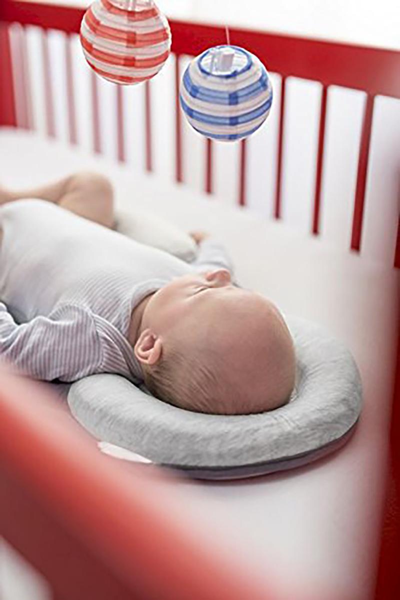 East เดือน หมอนสำหรับทารกแรกเกิด Positioner 11