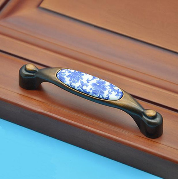 Cabinet Door Handles Pulls Porcelain / Dresser Pulls / Drawer Handles Pulls Knobs Antique Copper Blue Flowers Ceramic Furniture special steaming machine cabinet door handles