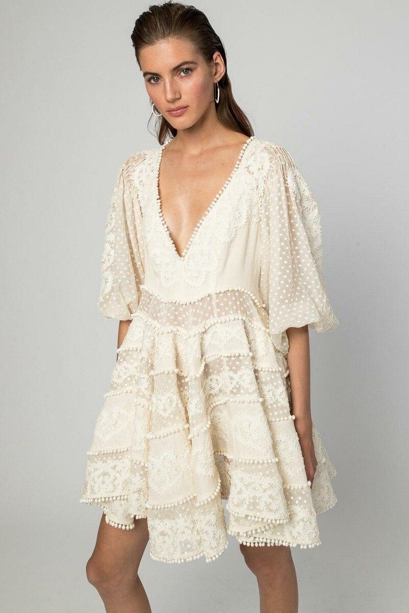 Для женщин высокое качество платье с вышивкой Лето 2018 пикантные глубоким v-образным вырезом белые кружевные платья Платья для вечеринок эле...