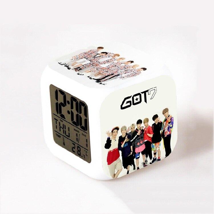 Grupo EXO Bigbang Kpop super junior infinito Got7 Kara LEVOU 7 Flash Color Mudar Night Light Alarm Clocks reloj despertador