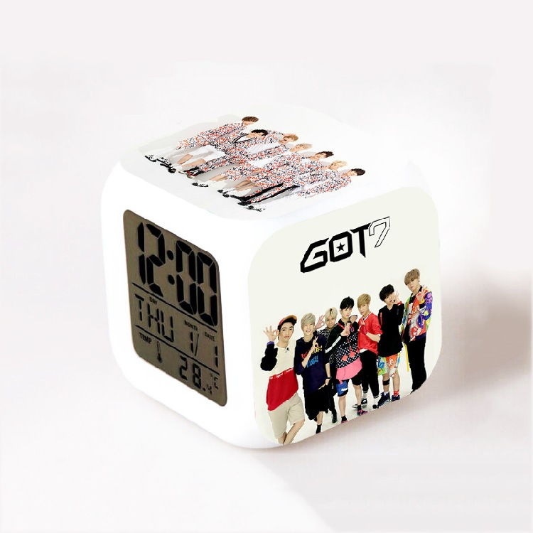 Kpop group BTS EXO Bigbang super junior infinite Got7 Kara LED 7 Color Flash Changing Night Light Alarm Clocks reloj despertador