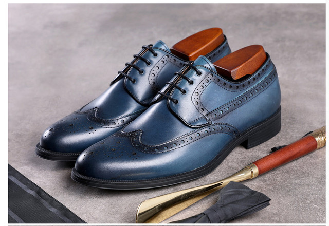 abbfa88ee4 US $180.59 |New Style Men Popular Fashion Genuine Leather Lace Up Leather  Brogue Shoes Ladies Spring Autumn Carved Retro Casual Dress Shoes -in  Formal ...