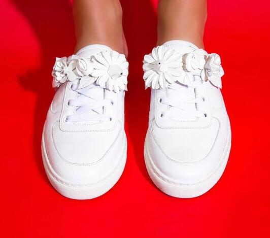 2017 Spring Fashion White Leather Flowers Women Slip On Casual Shoes Round Toe Ladies White Mule Shoes Street Style eastland women s mae mule