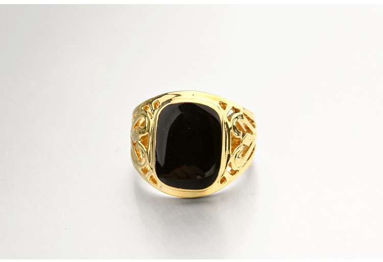 Gold-Italina-Ring-With-Pattern-And-Glossy-Black-Square-5