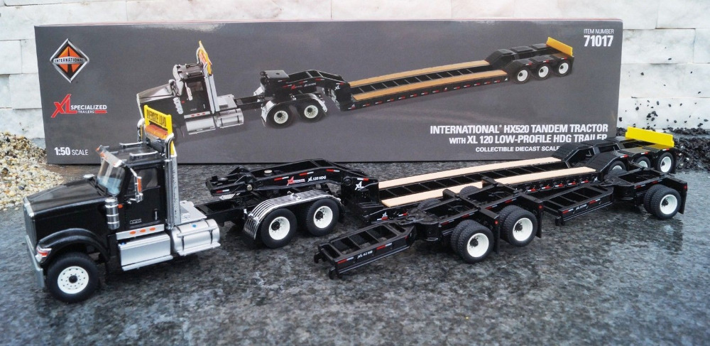 Internationale HX520-tandemtractor met XL120 Low-profile HDG-trailer 1:50 71017
