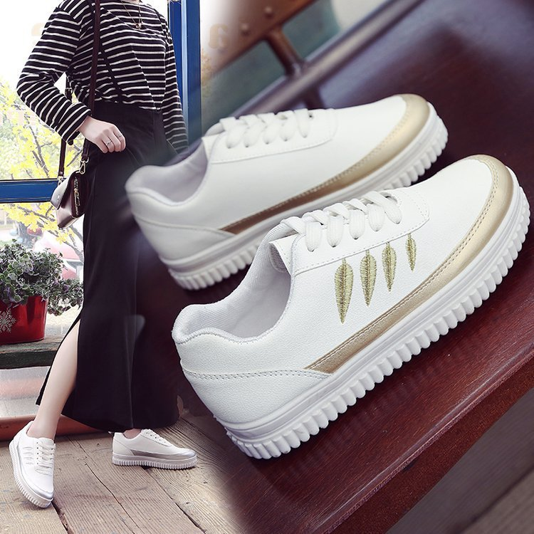 Autumn Thick-bottomed New Student Board Shoes Korean Version of 100 Womens Fashion Flat ShoesAutumn Thick-bottomed New Student Board Shoes Korean Version of 100 Womens Fashion Flat Shoes