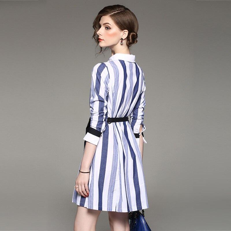 Vestido a rayas verticales azul y blanco