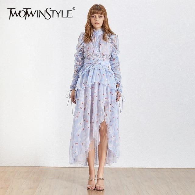TWOTWINSTYLE 2019 الصيف أنيقة غير المتكافئة المرأة اللباس الوقوف طوق طويلة الأكمام طباعة التطريز الإناث فساتين أزياء جديد