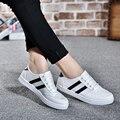 Мода Женщина Повседневная Обувь Новое прибытие босоножки Женщин Zapatos Mujer женские Классические Ботинки Холстины Плоским обувь белый женская обувь