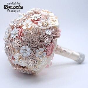 Image 3 - Kyunovia 絹の結婚式の花ラインストーンジュエリー赤面ピンクのブローチ花束ゴールドブローチ花嫁のウェディングブーケ FE93