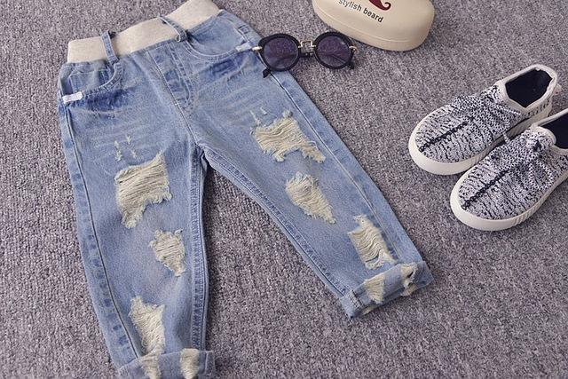 2016 más nuevos niños pantalones vaqueros del agujero rotos bebé niños niñas primavera moda otoño pantalones niños pantalones delgados 1-5Y envío gratis