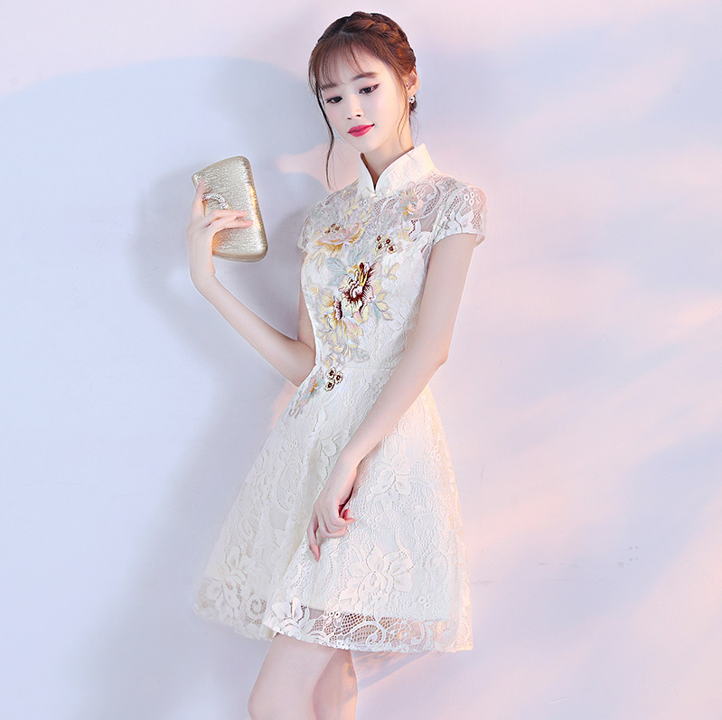 Бежевое летнее женское Сексуальное цветочное традиционное китайское платье с вышивкой кружевное Чонсам вечернее платье с коротким рукаво...
