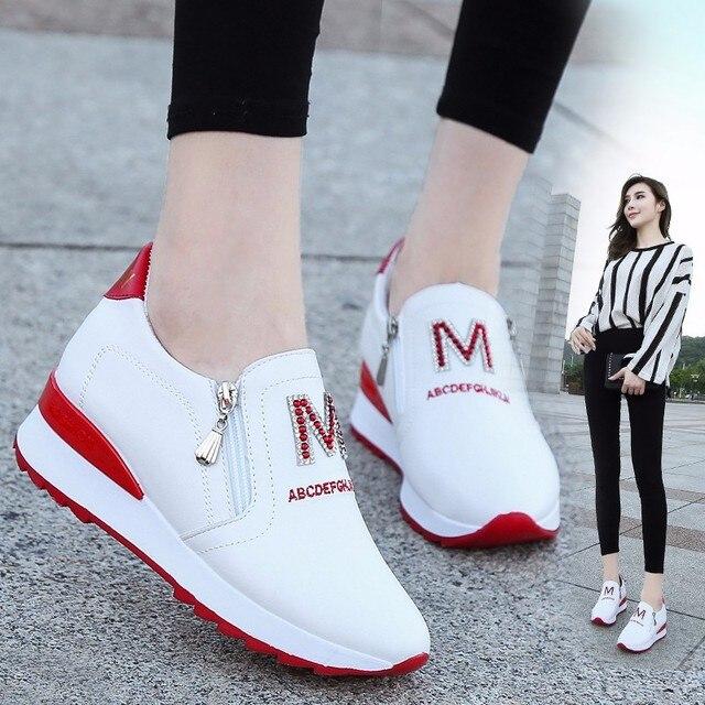 3a9aa0f6a3 2018 Outono Tênis de Plataforma Brancas Casuais Mulheres Sapatos de Salto  Escondido Tênis Cunha Altura Crescente