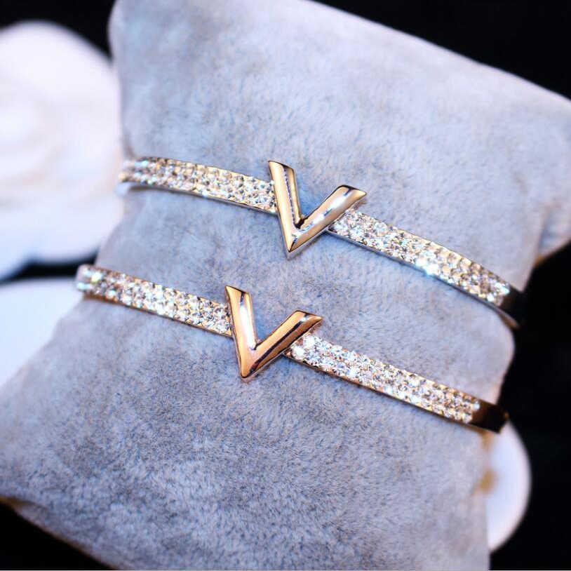 จดหมาย V คริสตัล CZ สร้อยข้อมือกำไลข้อมือ Rose Gold สีกว้างกำไลข้อมือ Femininas แฟชั่นเครื่องประดับสำหรับสาวผู้หญิง