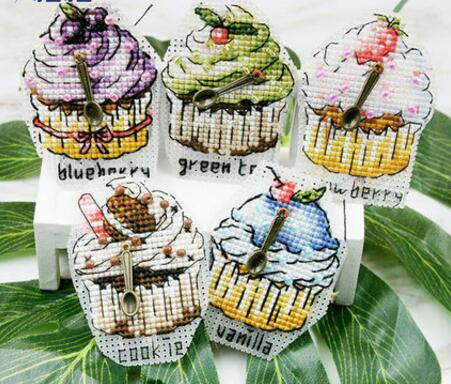 Top Quality Lovely Hot Sell Counted Cross Stitch Kit Christmas Tree Ornaments Ornament DIM 08898 8898 fridge magnet 3