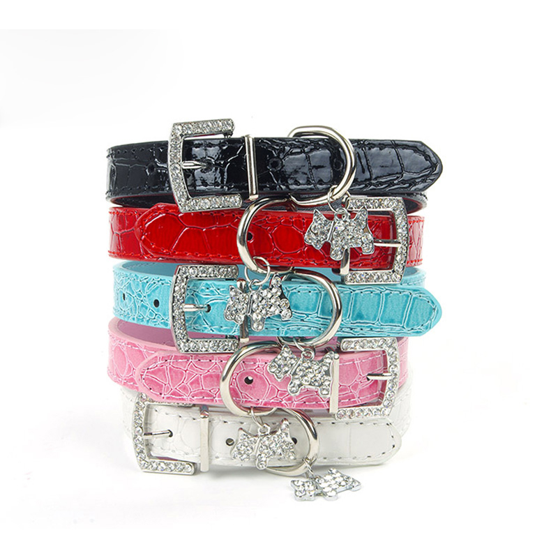 Croc Leather Dog Tillbehör till Små Hundar Läder Collars Dog Puppy Pet Rhinestone Dog Collar Hängsmycke Collars And Leashes