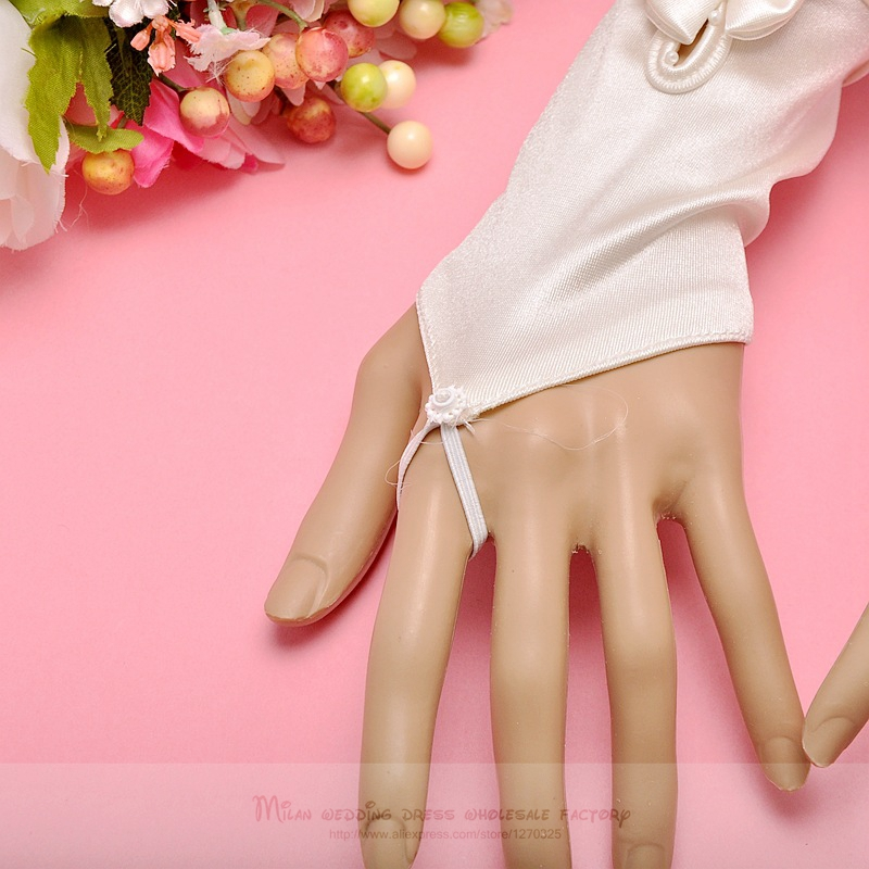 Satin satin wedding gloves2018 new red, black, champagne bridal gloves hook finger gloves small flower bow gloves