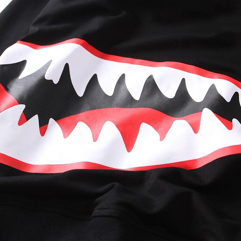 adb40a3604 US $45.68 |Hoodies degli uomini di Qualità di Hight Giapponese Testa  Maschile Vestiti Shark Mouth Harajuku Uomini Squalo Stampa A Maniche Lunghe  ...