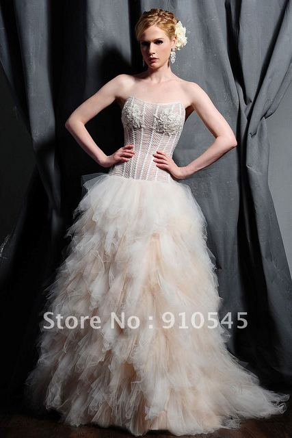 Breathtaking ! Ball Gown inTulle and Organza Strapless Wedding Dress ...