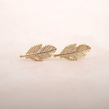 2016 Vintage Jewelry Exquisite Leaf Earrings Modern Beautiful Feather Stud Earrings for Women