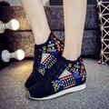 Fashion Flower Embroidered Shoes Canvas Shoes Comfortable Fashion Breathable Walk Women Singles Vulcanize Shoes SMYXHX-B0177
