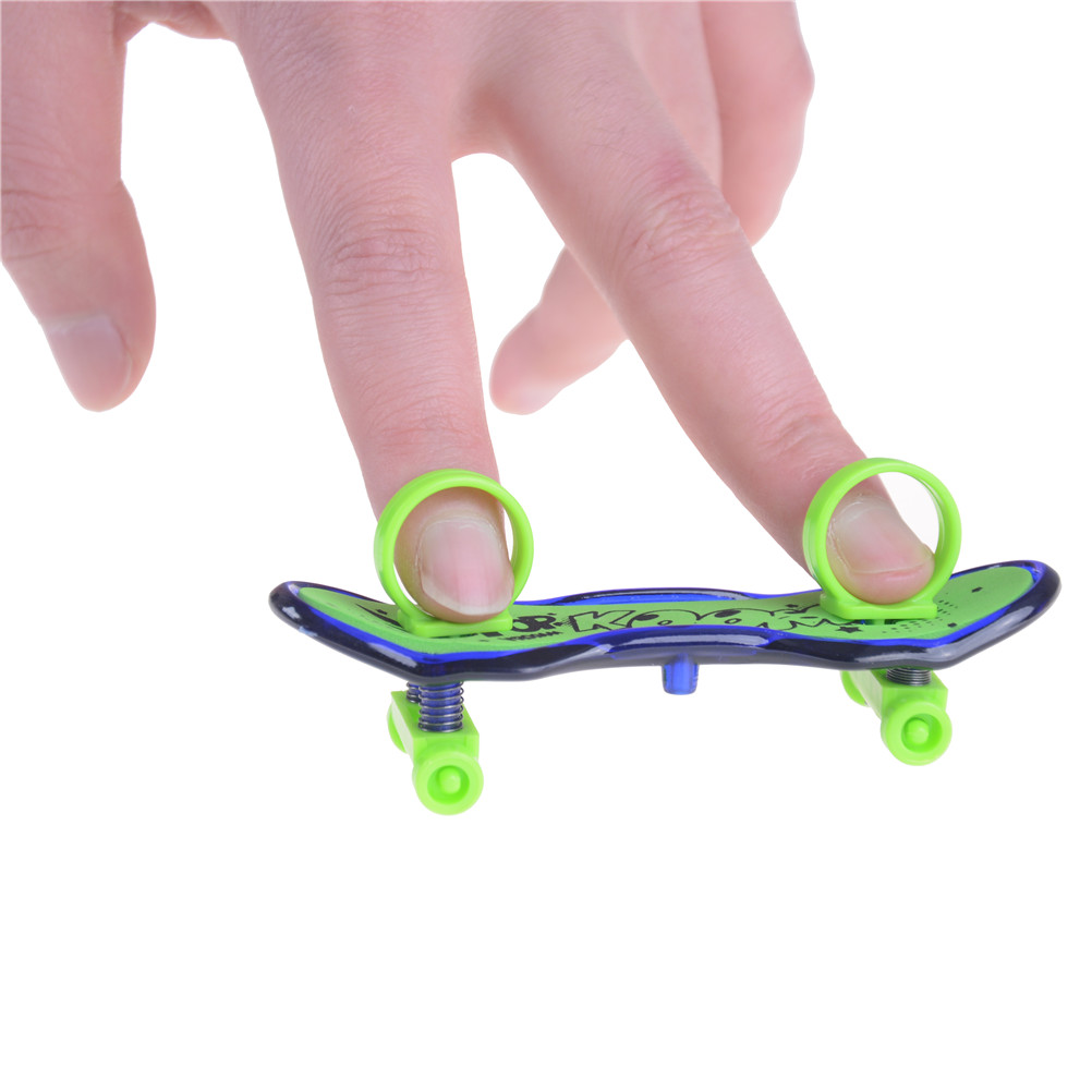 2pcs Kid Mini Alloy Finger Skateboard TOY Classic Game sport Finger Boarding Toys for Boys Kid
