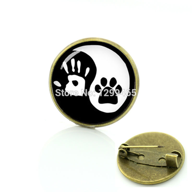 Chinese Taoism sign ancient eight diagrams Yin Yang dog pin promotion hand print brooches high quality animal badge T824