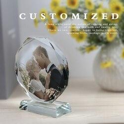 Dostosowane kryształowa szklana ramka na zdjęcia spersonalizowany okrągły kształt Diy Tabletop Decor ślub urodziny walentynki pamiątka prezent w Figurki i miniatury od Dom i ogród na