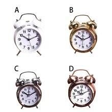 9ad4cdea83b Alarme Relógio de Mesa do vintage Número Silencioso Relógios de Ponteiro  Rodada Dupla Relógio Despertador Loud Sino de Cabeceira.