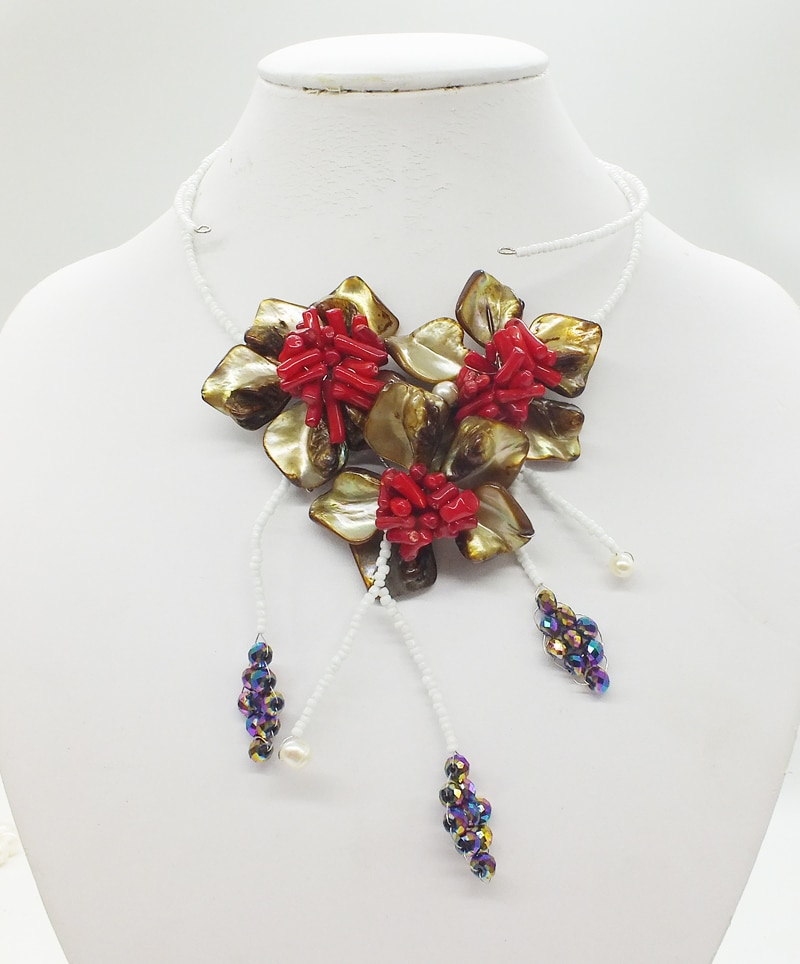 Perfect classic! Very beautiful shell coral flower necklace