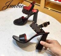 JUNBIE/новые женские летние сандалии гладиаторы из натуральной кожи с металлическими шипами, пикантные босоножки на высоком массивном каблук