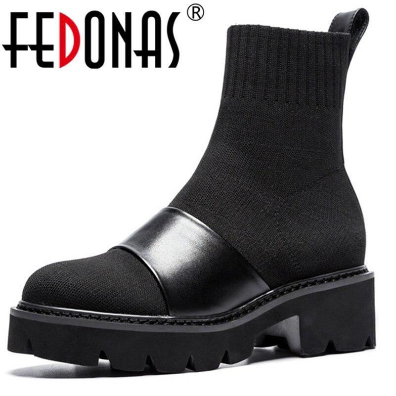Ayakk.'ten Ayak Bileği Çizmeler'de FEDONAS Kadın Ayakkabı Sonbahar Kış yarım çizmeler Yuvarlak Ayak Kare Yüksek Topuk Bayanlar Motosiklet Botları Moda Platformları Ayakkabı Kadın'da  Grup 1