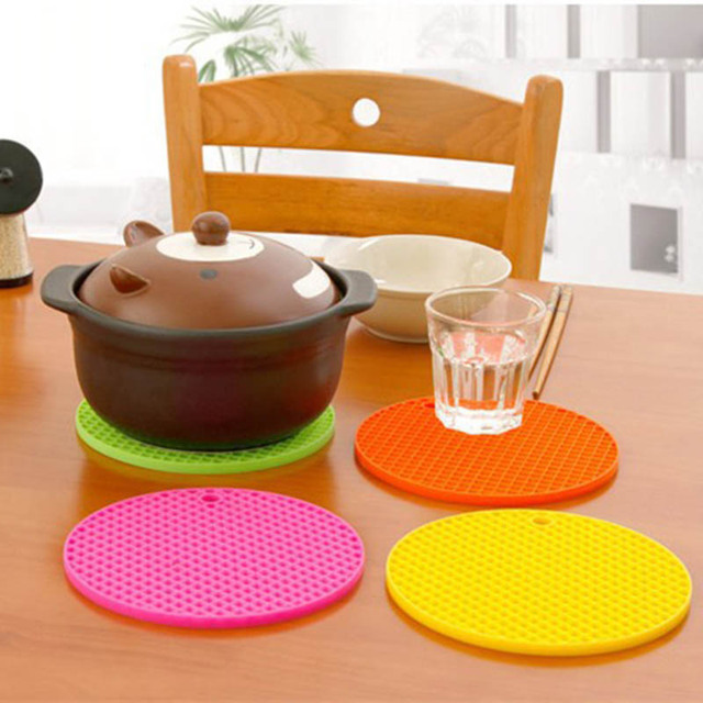 15.7*15.7 cm Silicone Table Mat Can Be Hung Durable Round Non-Slip Heat Resistant Mat Coaster Cushion 5 Colors Silicone Placemat