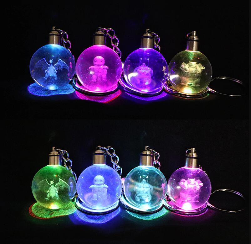 3D Dreidimensionale Kristall Ball LED Schlüsselanhänger Bunte Anhänger Gravur Cartoon Anime Led Leucht Traum Neuheit Beleuchtung