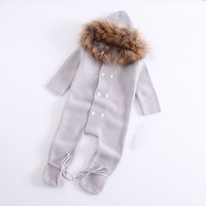 Image 2 - Infant Baby Strampler Winter Kleidung Neugeborenen Baby Junge Mädchen Strick Pullover Overall waschbär Pelz Mit Kapuze Kid Kleinkind Oberbekleidung